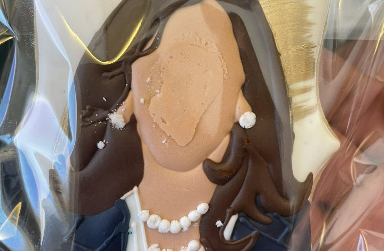 Heh. Kamala Harris Handed Out Weird Faceless Kamala Harris Cookies to Press. Seriously.