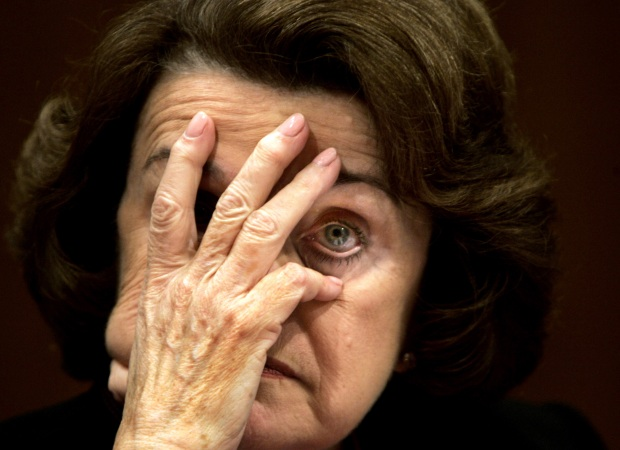 Dianne Feinstein Proposes Bill to Mandate Vax or Testing for Domestic Flights