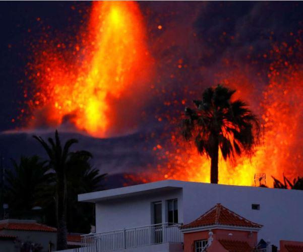 La Palma volcano increasing activity as it spews 'giant lava fountain'